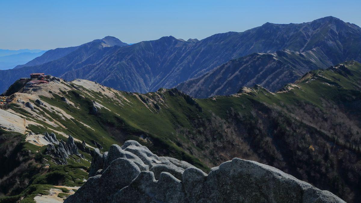 常念山脈縦走路   自然・風景 >...